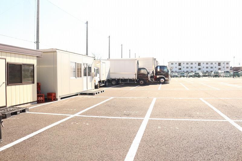 事務所・駐車場